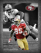 Offense Framed Prints - Vernon Davis 49ers Framed Print by Joe Hamilton