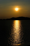 Verticle Sunset On The Ocean Print by Linda Phelps