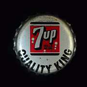 Bottle Cap Prints - Vintage 7up Bottle Cap Print by Paul Ward