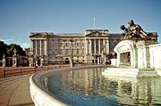 Buckingham Palace Digital Art Metal Prints - Vintage Buckingham Palace Metal Print by Susy Gascoyne