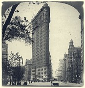 Flatiron Building Posters - Vintage New York City Flatiron Building Poster by Unknown