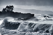 Waimea Bay Prints - Waimea Bay Winter Surf Print by Thomas R Fletcher