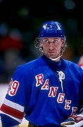 New York Rangers Prints - Wayne Gretzky In Action Print by Sanely Great