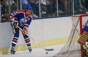 Hockey Photos - Wayne Gretzky Poster by Sanely Great