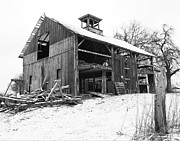 David Yunker Prints - Weary Lewis Center Barn Print by David Yunker