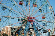 American City Scene Digital Art - Wonder Wheel Of Coney Island by Rob Hans