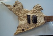 Phoenix Sculptures - Wood carving sculpture - Phoenix Flying V carved guitar entalhe madeira woodcraft escultura luthier by Ton Dias