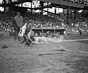 Catcher. New York Framed Prints - Yankees Lou Gehrig scores head first in the 4th inning Framed Print by Underwood Archives