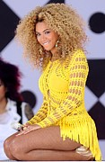 2010s Hairstyles Framed Prints - Beyonce Knowles Wearing A Julien Framed Print by Everett