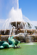 Buckingham Fountain In Chicago Print by Paul Velgos