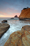 Sonnenaufgang Prints - Cape Kiwanda at sunrise Print by Rainer Grosskopf