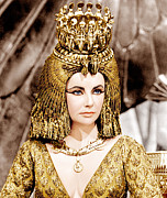 Gold Necklace Photo Framed Prints - Cleopatra, Elizabeth Taylor, 1963 Framed Print by Everett
