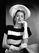 White Gloves Photo Prints - Eleanor Parker, 1945 Print by Everett