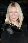2000s Hairstyles Posters - Gwyneth Paltrow At Arrivals Poster by Everett