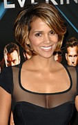 Cap Sleeves Framed Prints - Halle Berry Wearing A Herve Leroux Framed Print by Everett