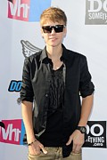 Justin Bieber Art - Justin Bieber At Arrivals For 2011 Vh1 by Everett