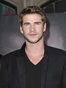 El Capitan Theatre Framed Prints - Liam Hemsworth At Arrivals For Thor Framed Print by Everett