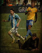 Lionel Messi Kicking Prints - Lionel Messi Breaking Raphael Cabrals Ankles II Print by Lee Dos Santos