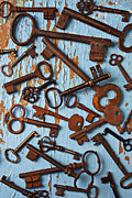 Wooden Table Prints - Old Skeleton Keys Print by Garry Gay