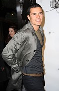 Trench Coat Framed Prints - Orlando Bloom At Arrivals For Burberry Framed Print by Everett