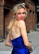 Natural Makeup Posters - Renee Zellweger At Talk Show Appearance Poster by Everett