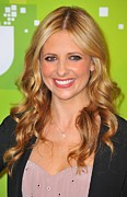 Curled Hair Prints - Sarah Michelle Gellar At Arrivals Print by Everett