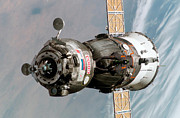 Spacecraft Art - Soyuz Tma-6 Spacecraft by Stocktrek Images