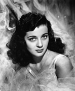 1945 Movies Framed Prints - The Unseen, Gail Russell, 1945 Framed Print by Everett