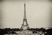 Black And White Paris Metal Prints - Tour Eiffel - Eiffel Tower Metal Print by Ruy Barbosa Pinto