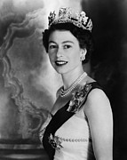 Bh History Framed Prints - British Royalty. Queen Elizabeth Ii Framed Print by Everett