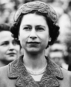 British Royalty. Queen Elizabeth II Print by Everett