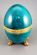 Easter Ceramics - 1528 hinged Egg Box blue green by Wilma Manhardt