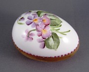 Easter Ceramics - 1539 Egg with Violets and Goldetching by Wilma Manhardt