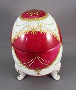 Signed Ceramics - 1543 Footed Egg Box dark pink by Wilma Manhardt