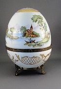 Signed Ceramics - 1546 Hinged Egg-Box with 3 Scenes by Wilma Manhardt