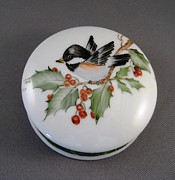 Round Ceramics - 1646 Chickadee box by Wilma Manhardt