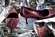 Newspaper Art - Pumps by Joana Kruse