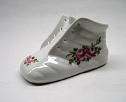 Signed Ceramics - 1705 Baby Shoe pink roses by Wilma Manhardt