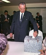 Candid Portraits Prints - 1964 Presidential Election. Lyndon Print by Everett