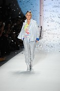 Fashion Week Prints - Ellen Degeneres In Attendance Print by Everett
