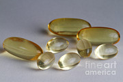 3 Fish Posters - Fish Oil 1200mg And Vitamin E Poster by Photo Researchers, Inc.