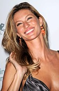 Tossing Prints - Gisele Bundchen At Arrivals For The Print by Everett