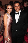Jessica Alba Metal Prints - Jessica Alba, Cash Warren At Arrivals Metal Print by Everett