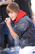 Justin Bieber Framed Prints - Justin Bieber On Stage For Nbc Today Framed Print by Everett
