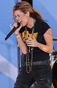 Gma Photos - Miley Cyrus On Stage For Good Morning by Everett