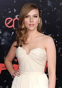Wavy Hair Photos - Scarlett Johansson At Arrivals by Everett