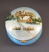 Round Ceramics - 252 Mirror-box with  winter scene by Wilma Manhardt