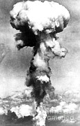 Atom Bomb Prints - Atomic Bomb, Nagasaki,  August 9th, 1945 Print by Science Source