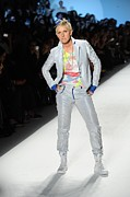 Mercedes Prints - Ellen Degeneres In Attendance Print by Everett