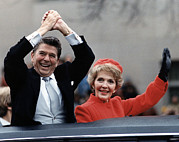 Waving Photos - President Ronald Reagan And First Lady by Everett